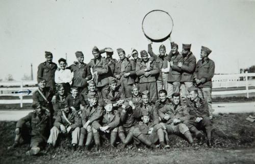Militari a Casale Monferrato (Dino Ferrari è indicato con la freccia a sinistra), Maggio 1935