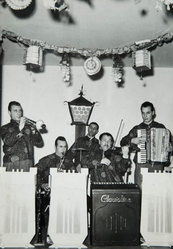 Dino Ferrari al sassofono con il Maestro Cestarelli e la sua orchestra. Ascoli Piceno, anni 60